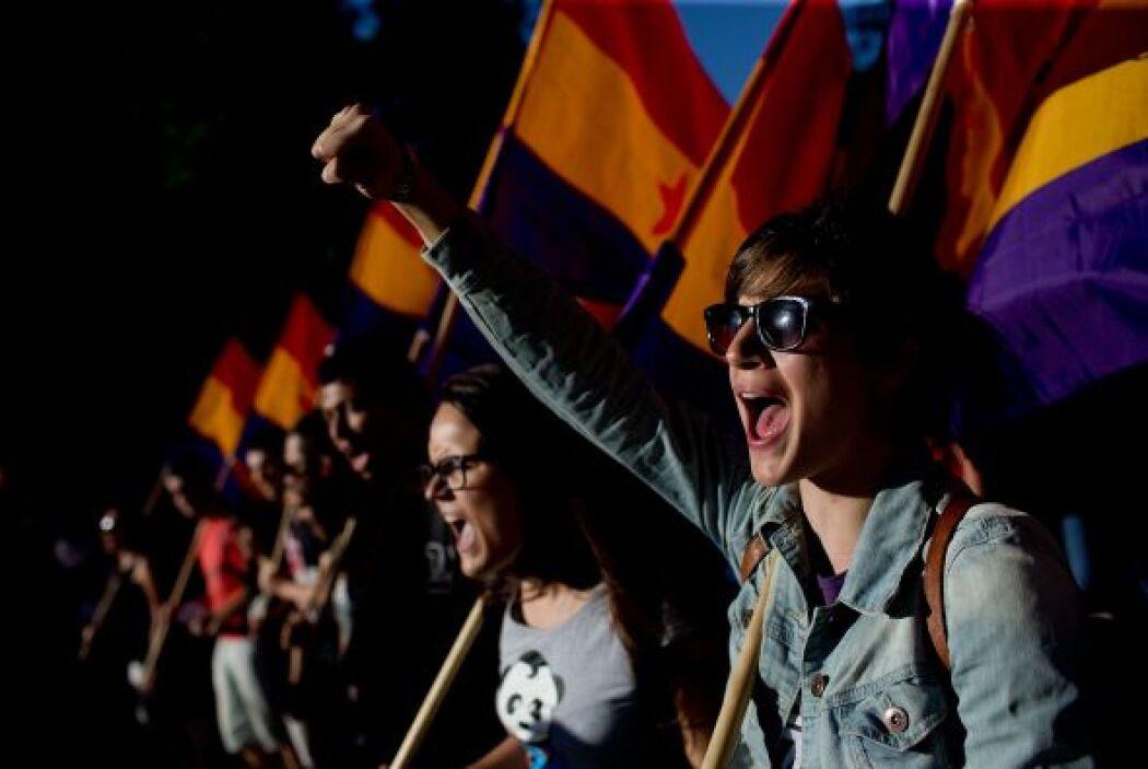 Rojo, oro y morado, los colores de la Segunda República española.