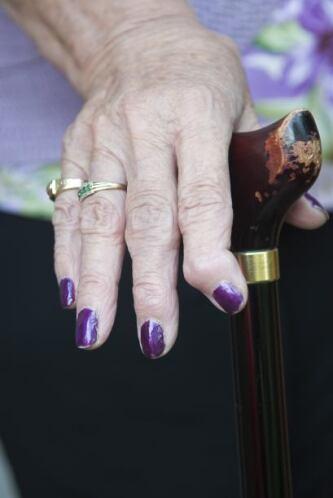 6. Aliviar el dolor y reduce la hinchazón  Las cerezas son una gran fuen...