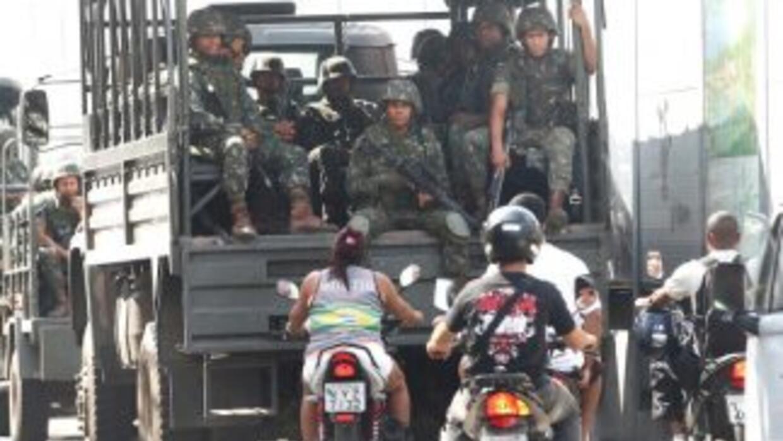 Brasil puso en marcha una operación en la que participan 30 mil miembros...