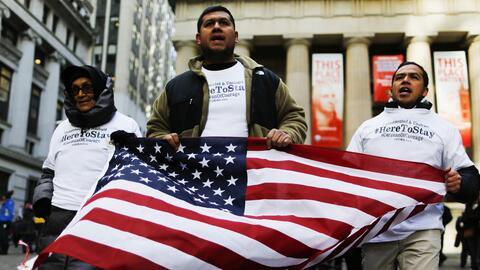 Inmigrantes marchando en Nueva York en noviembre de 2016.