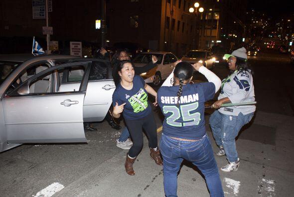 Miles inundaron las calles del centro de Seattle luego de conocerse el c...