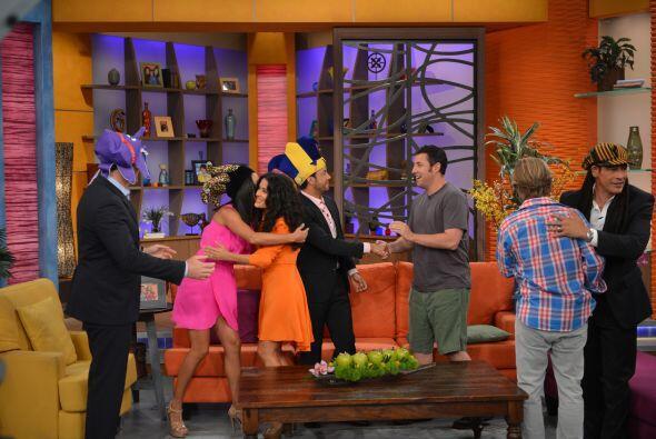 Entre tanto sombrero colorido, los presentadores de Despierta América re...