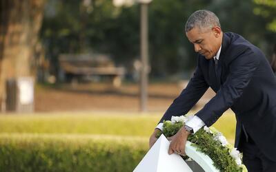 Ofrenda floral a las víctimas de la bomba en Hiroshima