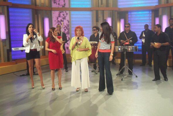 Al final las tres tuvieron el reconocimiento de la cantante.