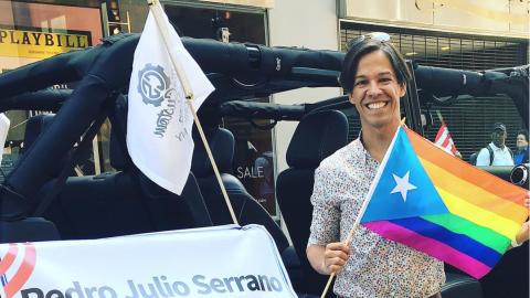 """Pedro Julio Serrano junto al """"Jeep"""" al cual dijo que no pudo s..."""