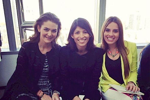 Con la diseñadora Adriana Castro y la editora de belleza y moda de Peopl...