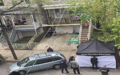 Encuentran un cuerpo envuelto en una sábana en una avenida de Jersey City
