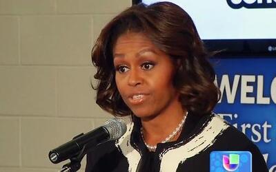 La Primera Dama prometió ayuda financiera para la educación