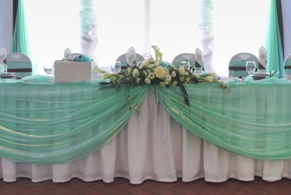 El color 'aqua' o menta, también son perfectos para una boda en primaver...