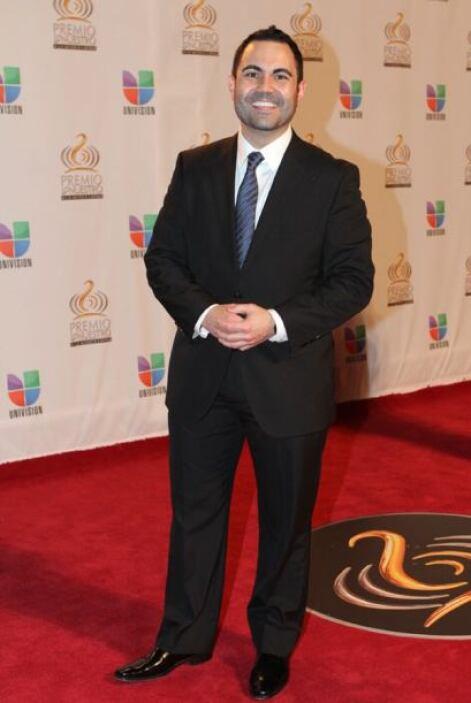 Enrique Santos de Univision Radio, elegante como siempre.