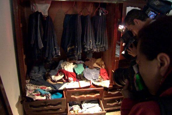 También algunos roperos con prendas de vestir y juguetes.