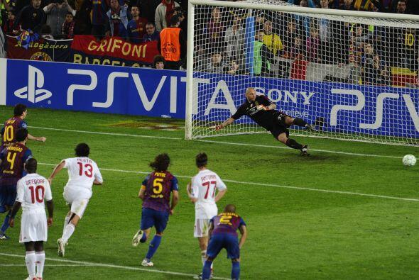 Messi volvió a cobrar el disparo, engañando a Christian Ab...