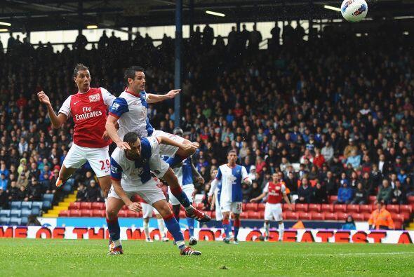 Aiyegbeni Yakubu marcó su 'doblete' y el Arsenal no podía. Perdía 3 a 2.