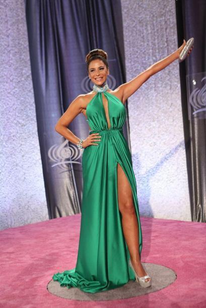Lorena Rojas, mujerón con este vestido verde.