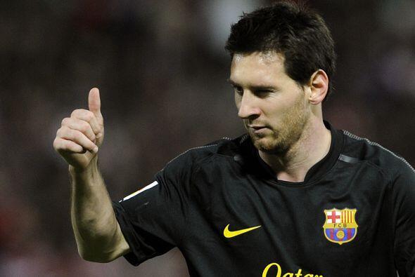 Lionel Messi pedía calma e insistía al frente.