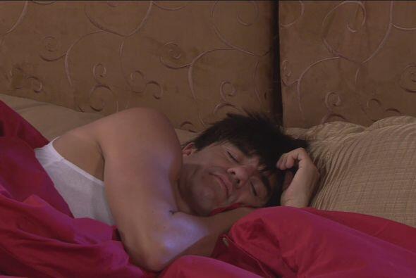 El Vítor estaba durmiendo tranquilamente hasta que lo despertaron unos r...