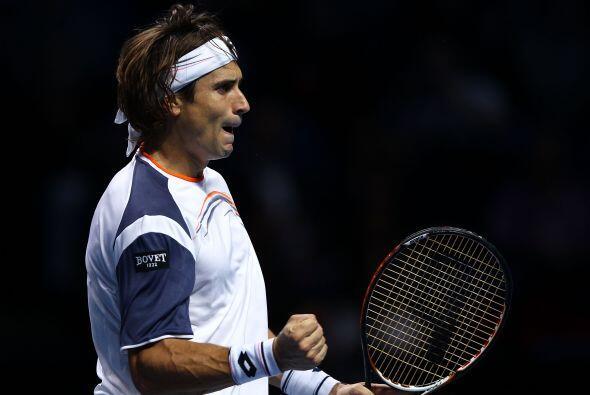 Ferrer solo necesitó dos sets para imponerse a Djokovic, quien lu...