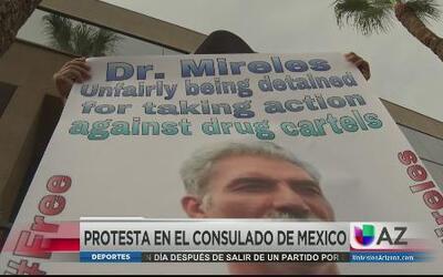 Mexicanos salen a protestar en Phoenix