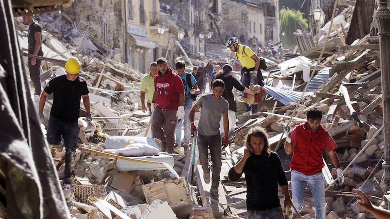 Terremoto de magnitud 6.2 azota el centro de Italia