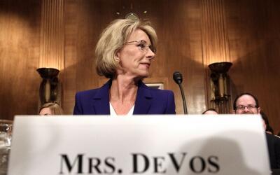 Betsy DeVos fue confirmada por el Senado para estar al frente del Depart...