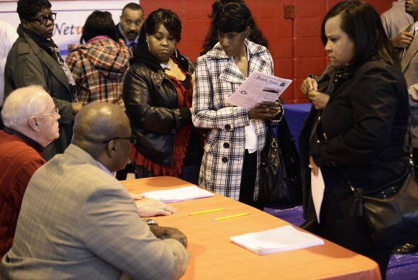 El desempleo en Estados Unidos bajó dos décimas en junio y...