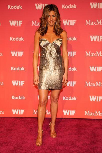 La moda metálica, que en si misma es un reto, Jenn ha sabido cómo usarla...