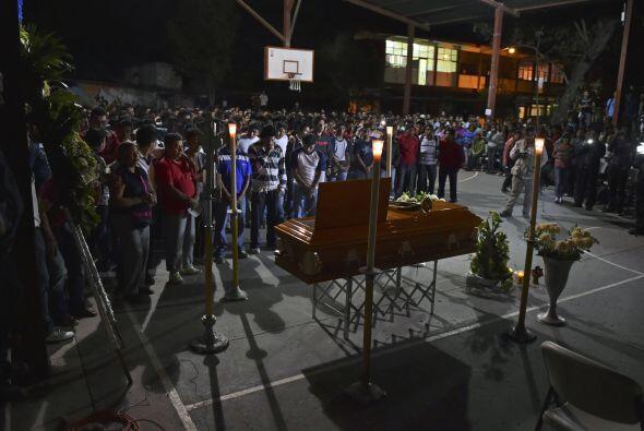 Julio César Ramírez Nava fue velado en la cancha de básquet de la Escuel...