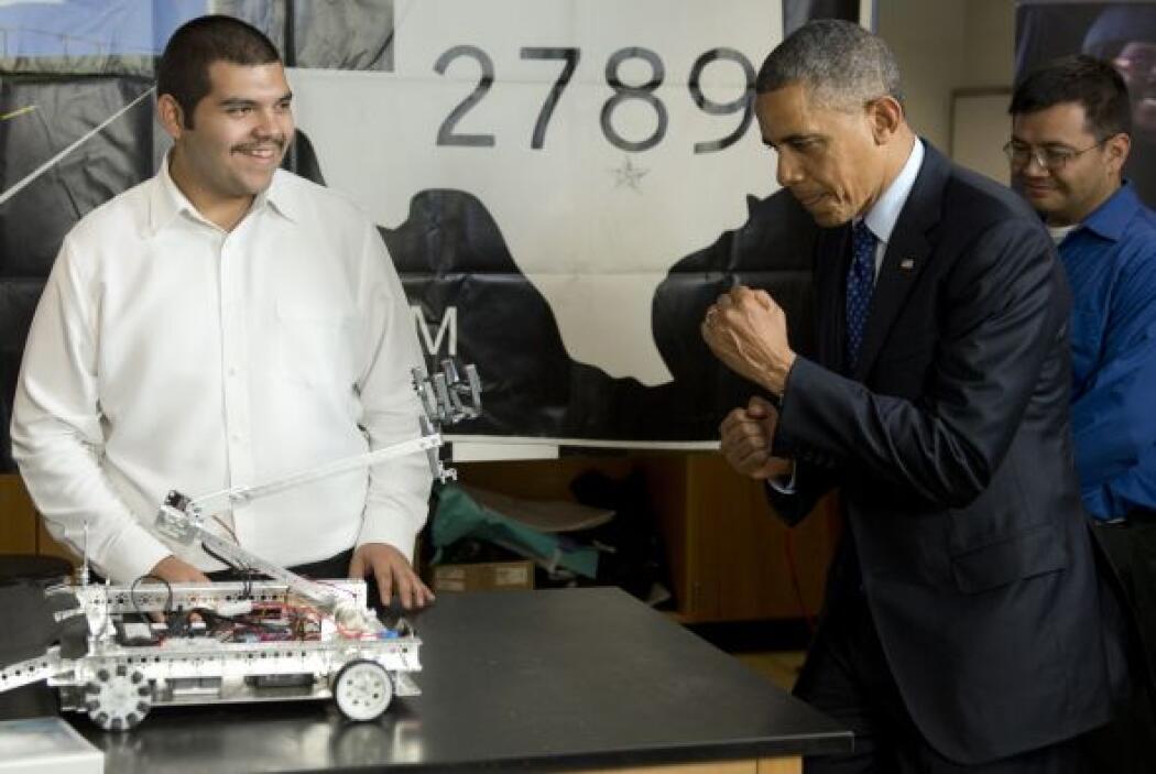 El Presidente Obama se mostró impresionado por algunos de los robots que...