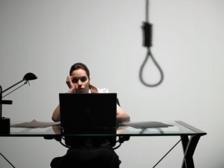 Peligro de suicidio- Algunas veces el dolor o la presión que siente el a...