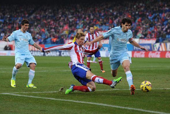 El delantero Fernando Torres volvió a ser titular con el cuadro colchone...