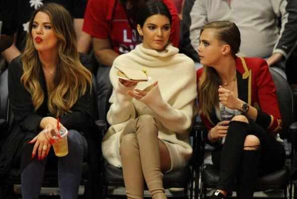 "Ver a Kendall con Cara no es extraño, pero Khloé, debe tener alma de ""te..."