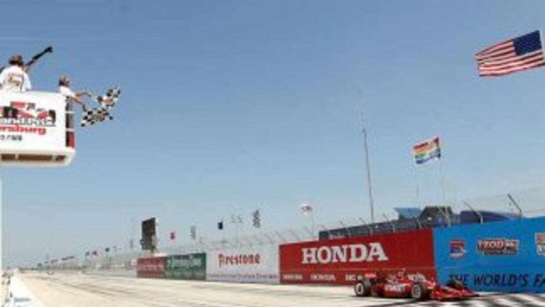 Franchitti se apoderó de la punta desde el comienzo de la carrera y prác...