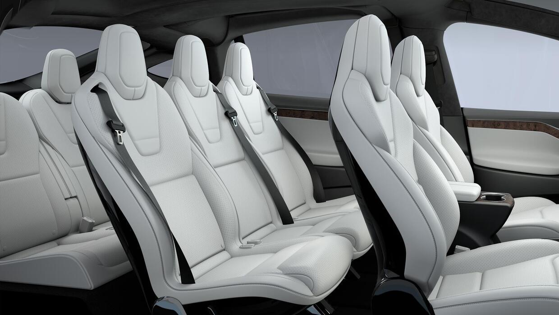 Interior de la Tesla Model X Ultra White con configuración para 7 pasajeros