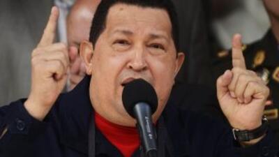 Hugo Chávez inscribió su candidatura para competir por la silla presiden...