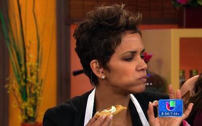 Karla preparó unas flautas de pollo junto a Halle Berry