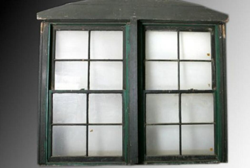 La ventana y el marco desde dónde Lee Harvey Oswald presuntamente asesin...