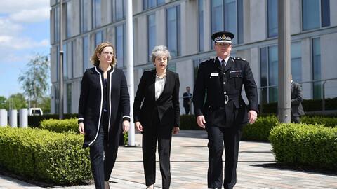 La ministra del Interior británica, Amber Rudd, la primera ministra Ther...