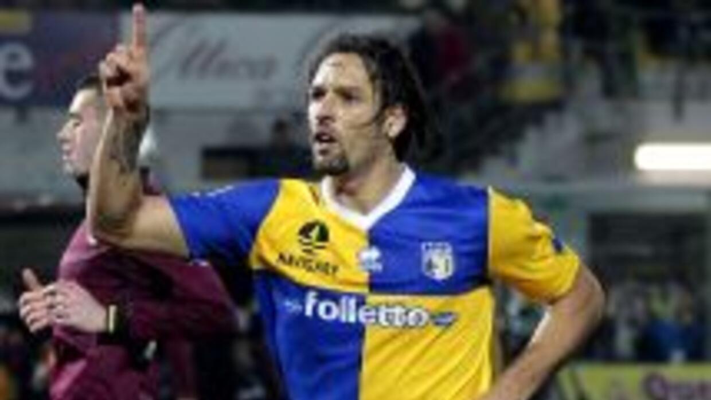 Amauri celebra su doblete contra Livorno.