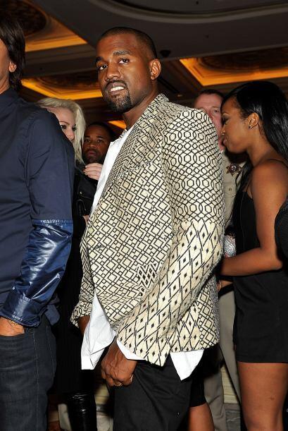 ¡Vaya! Hasta que Kanye nos regalo una de sus coquetas sonrisas.