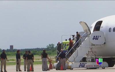 Aterriza en Honduras el segundo avión con deportados