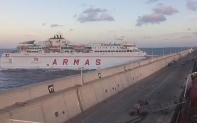 En video: Un ferry choca contra un muelle en España