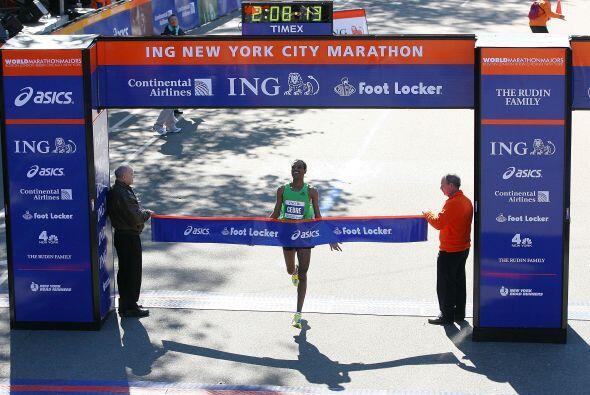 Gebre Gebremariam, de 26 años, llegó primero a la meta y se convirtió en...