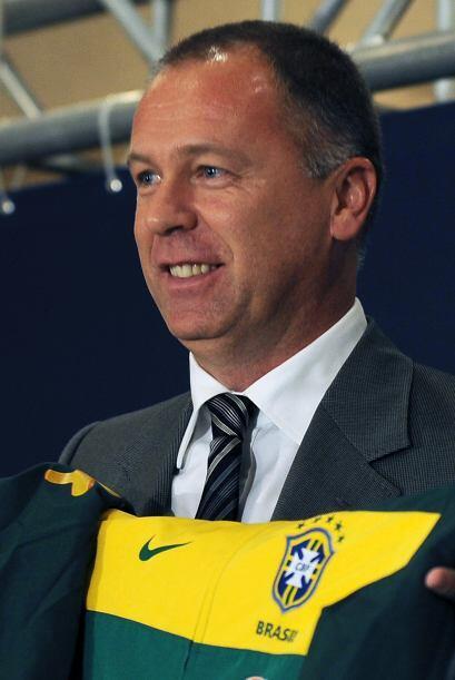 La Confederación Brasileña de Fútbol presentó al nuevo técnico de la sel...