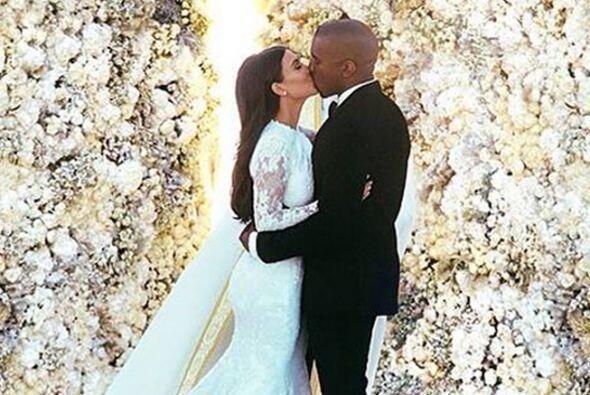 KIM-YE  Kim Kardashian y Kanye West también pisaron el altar, des...