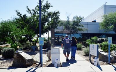 La oficina electoral de Mesa en el condado de Maricopa, Arizona, es una...