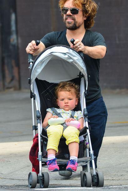 Además de talentoso, Peter Dinklage es un excelente padre.  Mira los chi...