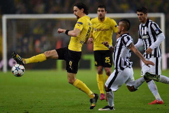 Comenzando el segundo tiempo el Borussia Dortmund intentó atacar...
