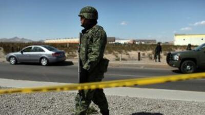 Después de la balacera, a los pistoleros se les decomisaron varias armas...