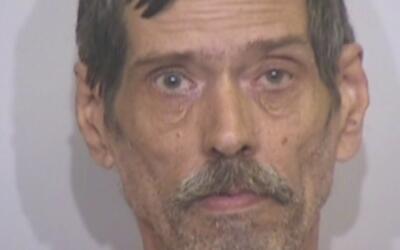 Arrestan a hombre acusado de apuñalar y dejar morir a un perro pitbull e...