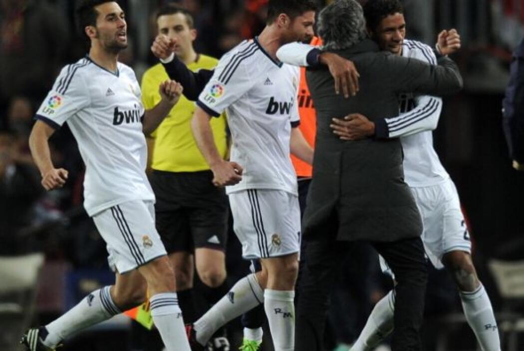 El defensor francés lo celebró con Mourinho.